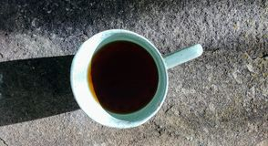 En kopp kaffe på stenbakgrunden Arkivbilder