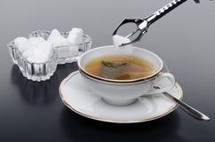 En kopp te med socker Royaltyfria Bilder