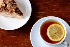 En kopp te och en paj Royaltyfri Bild