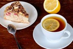 En kopp te och en paj Fotografering för Bildbyråer