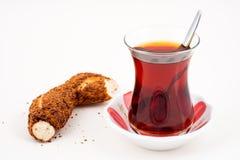 En kopp te på vit bakgrund royaltyfri fotografi