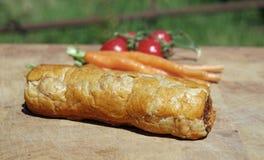 En korvrulle med morötter och tomater Fotografering för Bildbyråer