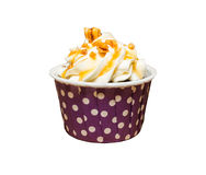 En kräm- muffin med på vit bakgrund Fotografering för Bildbyråer