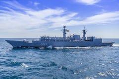 En krigsskepp på havet under en studie i Blacket Sea/Bulgaria/07 18 2019/Editorial som endast används royaltyfri fotografi