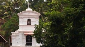En kristen kyrka i den lantliga sidan av Indien stock video