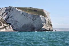 En kritaklippa på kusten ovanför havet Arkivbilder