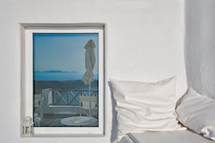 En kudde- och calderareflexion, Santorini, Grekland Arkivbilder