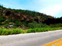 En kulle med en grotta Royaltyfri Fotografi
