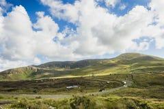 En kulleväg på Crocknamurrin, Co Donegal royaltyfria foton