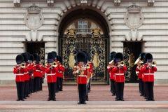 En kunglig vakt på Buckingham Palace Arkivfoto