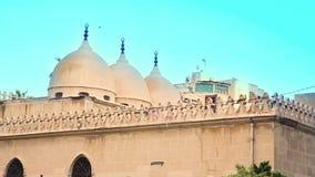 En kupol för moské` s under solnedgång arkivfilmer