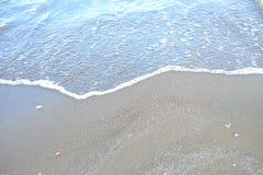 En kurva av vågor för vitt hav på ett härligt hav arkivfoto