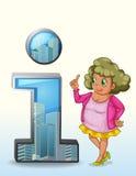 En kvinna bredvid ett symbol för nummer ett med byggnader Royaltyfri Fotografi