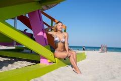 En kvinna i bikini på Miami Beach Royaltyfria Foton