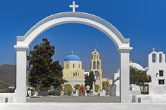 En kyrka i Oia, Santorini i Grekland Royaltyfria Foton
