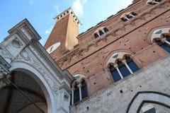 En kyrka i Siena, Italien Arkivfoton