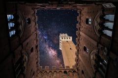 En kyrka i Siena, Italien royaltyfria bilder