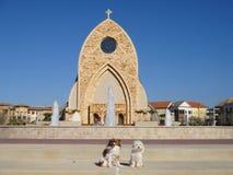 En kyrklig byggnad eller ett kyrkligt hus som kallas ofta enkelt en kyrka fotografering för bildbyråer