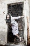 En läskig spökeflicka arkivbilder