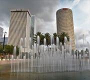 En lång exponering som använder ett lutningfilter, visar ett foto av Tampa skyskrapor arkivfoton