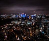 En lång expourenattbild av London ` s Victoria och Westminister områden Arkivfoton