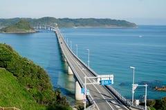 En lång och härlig bro i Shimonoseki, Yamaguchi prefektur, Japan Arkivfoto