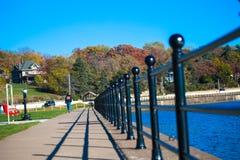En lång port längs Mississippiet River Royaltyfri Fotografi