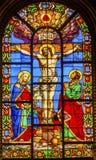 在十字架上钉死耶稣彩色玻璃圣路易En L'ile教会巴黎法国 免版税库存图片