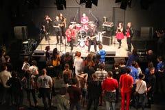 En la banda de música RotFront de Berlín, Alemania Imágenes de archivo libres de regalías