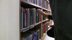 En la biblioteca pública metrajes