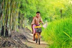 En la bicicleta Imagenes de archivo