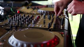 En la cabina de DJ almacen de video