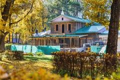 En la casa del gran escritor ruso Ivan Turgenev, repare el trabajo fotografía de archivo