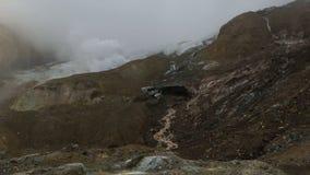 En la cima del volcán activo Mutnovsky almacen de video