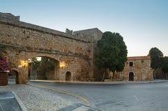 En la ciudad vieja en la madrugada Isla de Rodas Grecia Foto de archivo