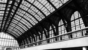 En la estación de tren de Centrale de Amberes imágenes de archivo libres de regalías