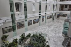 En la galería de Feldman una exposición a solas del Kharkov famoso a Foto de archivo