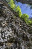 En la garganta de la montaña Imagen de archivo