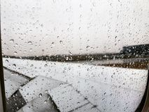 En la lluvia imagenes de archivo