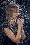 En la lluvia y la rogación Imagenes de archivo