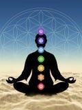 En la meditación con chakras sobre las nubes ilustración del vector