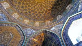 En la mezquita de Sheikh Lotfollah de Isfahán, Irán almacen de metraje de vídeo
