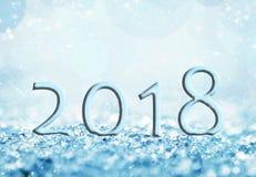 2018 en la nieve, fondo del bokeh, tarjeta de felicitación del día de fiesta Imagenes de archivo