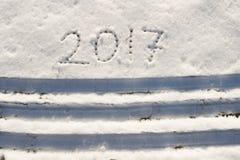2017 en la nieve por el Año Nuevo y la Navidad Foto de archivo libre de regalías