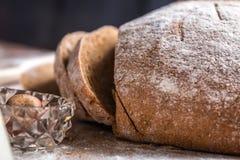 En la panadería, aún vida con pan Foto de archivo
