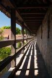 En la pared de la ciudad del der Tauber del ob de Rothenburg Imagen de archivo