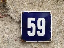 59 en la placa de la casa del vintage Imagen de archivo