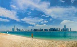 En la playa en Abu Dhabi, United Arab Emirates Distrito, golfo foto de archivo
