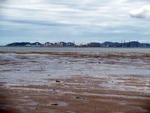 En la playa con marea baja Imágenes de archivo libres de regalías
