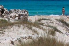 En la playa de Ses Illetes Foto de archivo
